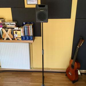 Altavoz en un soporte de micrófono