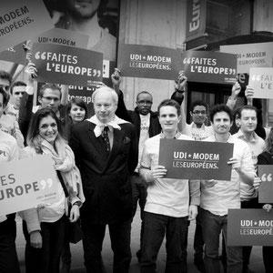Manifestation UDI Jeunes - Jeunes Démocrates devant le siège de Europe 1 (2)