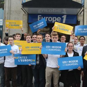 Manifestation UDI Jeunes - Jeunes Démocrates devant le siège de Europe 1 (1)