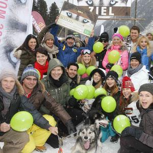 prominente Gäste beim Tirol Cross Mountain Schlittenhunderennen zu Gunsten der Welthungerhilfe. Foto: ©ExperiArts Entertainment – Franziska Krug