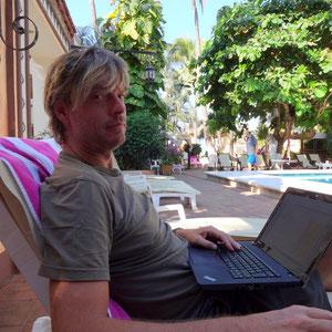 """…konzentriertes """"arbeiten"""" am Laptop"""