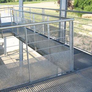 Terrasse en métal galvanisé avec garde corps