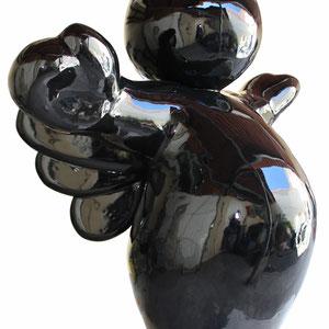 SANDRA DAVID - ICARE - Oeuvre unique - Couleur : noir (légèrement pailleté) -Dimensions : 230 cm hauteur x 230 cm largeur x 165 cm profondeur - Poids : 300 kg env. Matériaux composites, armature tiges acier, résine, fibre de verre, peintures, vernis.