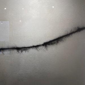 Aurélien GRUDZIEN - Réf. 273 - 70 cm (largeur) x 100 cm (hauteur) - Ciment / Pigments blancs et noirs / bois / résine / vernis - Prix sur demande.
