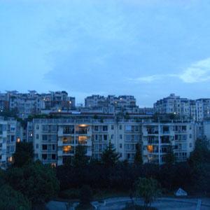 Der Blick aus meinem Fenster in der Abenddämmerung