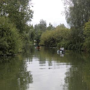 Pêcheurs en float tube Domaine de la Grenouillère Frise Somme