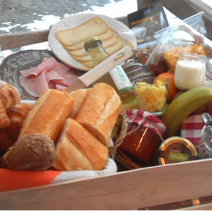 La Maison du Vivier, gîte Durbuy - Panier petit déjeuner