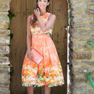 Sommerkleid mit Schuhen und Tasche