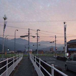 玉津橋(古川玉津橋線/玉津側) 北に産業道路(工藤石油)交差点