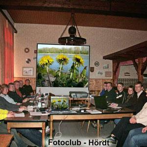 Fotokurs im Frühjahr 2008 - Schwerpunkt digitale Fotografie und Bildbearbeitung am PC. Wg. der großen Teilnehmerzahl fand der Kurs im Wanderheim des PWV statt.