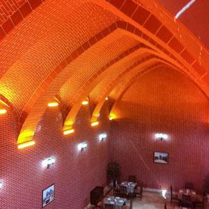 Azerbaijan / Aserbaidschan - (iPhone-Foto) - unser Restaurant, ein historisches Gebäude  (Kühllager) - Autonome Republik Nakhchivan