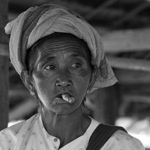 Myanmar people - Frau am Inle Lake