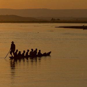 Madagaskar: Sonnenuntergang auf dem Fluss Tsiribihina bei Miandrivazo