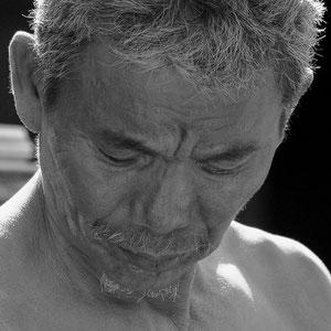 Myanmar people- Mann bei der Arbeit - Inle Lake
