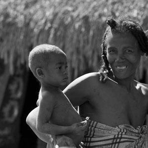 Mutter mit Kind in Madagaskar