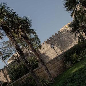 Azerbaijan - Ausserhalb der Altstadt-Mauer von Baku