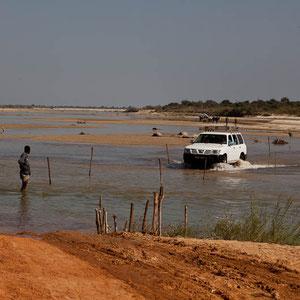 Flussüberquerung in Madagaskar
