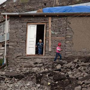Azerbaijan - Spielende Kinder n Xinaliq