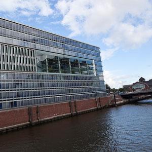 Hamburg - Das Deichtorcenter, ein Blickfang moderner Architektur