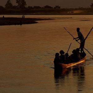 Sonnenuntergang auf dem Fluss Tsiribihina bei Miandrivazo