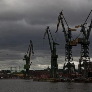 Polen - Gdansker Hafenareal mit riesiegen Kranen