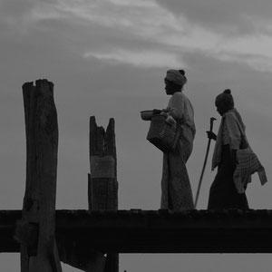 Myanmar people - U-Bein Brücke - U Bein Bridge - Mandalay