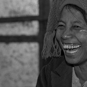 Myanmar people - lachende Frau am Markt