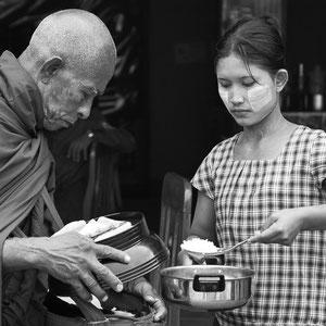 Myanmar people - Mönch in Mandalay