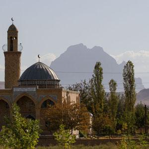 """Azerbaijan / Aserbaidschan - Nakhchivan mit dem sagenumwobenen Schlangenberg """"Ilandag"""" im Hintergrund, den Noah angeblich einst mit seiner Arche streifte"""