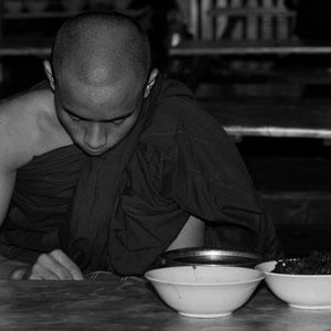 Myanmar people - junger Mönch in Mandalay
