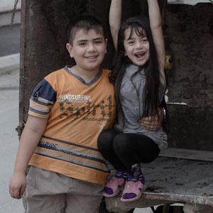 Azerbaijan - Junge und Mädchen in Quba