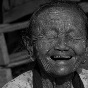 Myanmar people - Marktfrau am Inle Lake