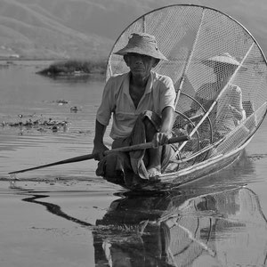 Myanmar people - Einbeinruderer am Inle Lake
