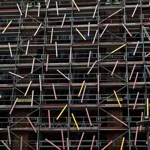 Hamburg - Häuserfront mit Neonlichtern