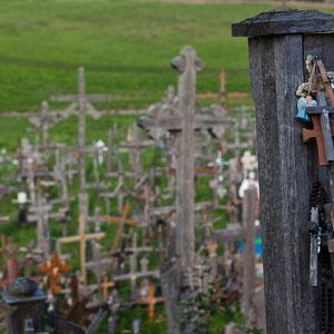 Litauen - Berg der Kreuze, heiliger Ort bei Siauliai mit tausenden von Kreuzen, Rosenkränzen und Heiligenbildern