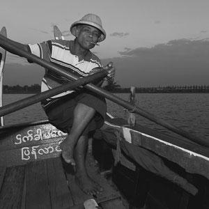 Myanmar people - Ruderer in Mandalay