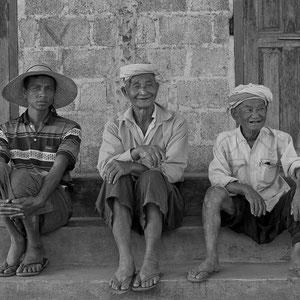 Myanmar people - Männerrunde