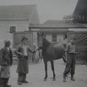 Links Urgroßvater Alois, rechts daneben mein Großvater Anton um ca.1950