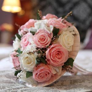 Bouquet de mariée en Roses stabilisées.