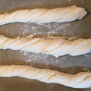 Rezept selbstgemachtes einfaches frisches Baguette wie vom Baecker