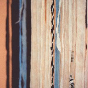 """Beate Lambrecht, """"Von hier nach dort"""" (2010), Vorhang/Wandbehang; Stoff, Filz, Fundstücke von hier und dort, ca. 90 x 220 cm (Detail)"""