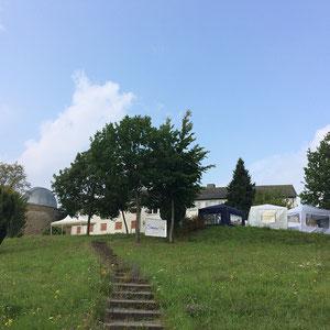 """Kuppeln und Künstlerzelte: der """"Kleine Sternensommer 2017"""""""
