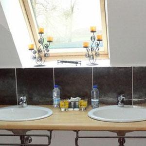 La salle d'eau de la chambre Mille et une nuits,chambre d'hôte en somme