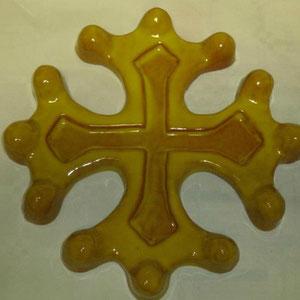 Croix occitane semi évidée diamètre 23 émaillé jaune