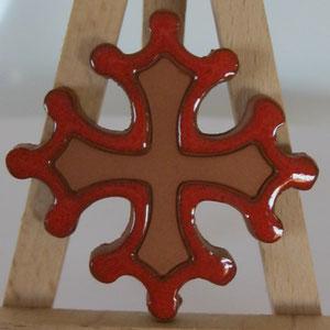 Croix occitane magnet diamètre 5 cm émaillé rouge à l'extérieur