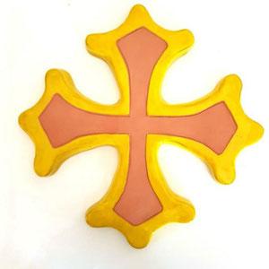 Croix occitane diamètre 33 semi évidée brut à l'intérieur et émaillé jaune à l'extérieur