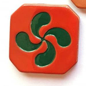 Magnet Croix Basque diamètre 5 cm émaillé rouge et vert
