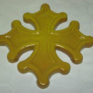 Croix occitane sans boules semi évidée diamètre 24 émaillé jaune