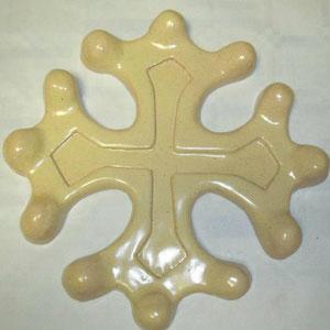 Croix occitane semi évidée diamètre 23 émaillé couleur cuir piqué