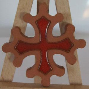 Croix occitane magnet diamètre 5 cm émaillé rouge à l'intérieur